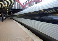 Estação de comboio e comboio da periferia de alta velocidade fotos de stock royalty free