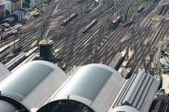 Estação de comboio e trens grandes Fotos de Stock Royalty Free