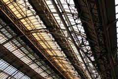 Estação de comboio interna do teto em Lvov fotos de stock