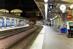Estação de comboio na noite foto de stock