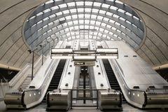 Estação de metro amarela do cais Imagens de Stock