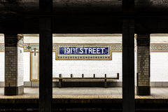 Estação de metro da rua do sinal velho do vintage 191th no Bronx Foto de Stock Royalty Free
