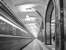 Estação de metro de Mayakovskaya nas horas de manhã Imagem de Stock