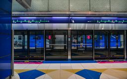 Estação de metro em Dubai, UAE fotos de stock royalty free