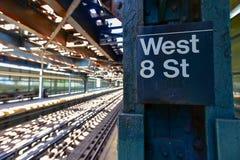 8a estação de metro ocidental da rua - Brooklyn, NY Imagem de Stock Royalty Free