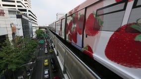 Estação de metro urbana com metro vídeos de arquivo