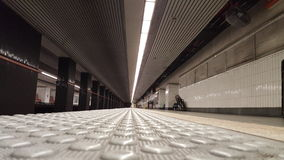 Estação de metro vazia da terra Fotografia de Stock
