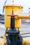 Estação de regulamento com as válvulas de escape de pressão, a instrumentação e de regulamento da pressão a válvula fotografia de stock royalty free
