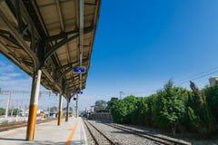 Estação de Taichung, uma estação de trem de taichung a Alishan na estrada de ferro de Taiwan em um dia ensolarado com um pessoal fotografia de stock