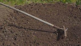 Estação de trabalhos do jardim Preparação do solo para semear vídeos de arquivo