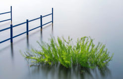 Estação de tratamento de água verde foto de stock