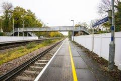 Estação de trem ao noroeste de Hastings, Sussex do leste de Crowhurst, Inglaterra fotografia de stock