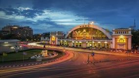 A estação de trem clássica de Tailândia (crepúsculo de Hua Lamphong em Banguecoque) fotografia de stock