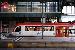 Estação de trem Darmstadt do trem de Vias imagem de stock
