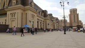 Estação de trem e passageiros de Paveletsky -- é uma das nove estações de trem principais em Moscou, Rússia filme