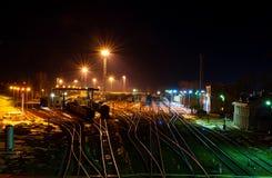 Estação de trem na noite fotos de stock