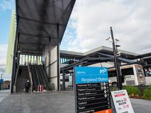 Estação de trem de Ringwood na cidade de Maroondah nos subúrbios orientais de Melbourne imagens de stock