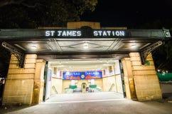 A estação de trem de St James é uma estação de trilho subterrânea herança-listada situada no do norte na extremidade de Hyde Park fotografia de stock