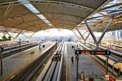 Estação de trem sul de Guangzhou, China fotografia de stock