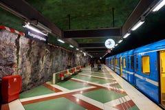 Estação de Tunnelbana do metro de Kungstradgarden, Éstocolmo, Suécia imagens de stock