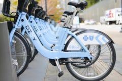 Estação do arrendamento da bicicleta Fotos de Stock Royalty Free