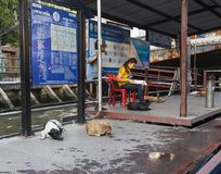 Estação do barco de Nana no canal de Khlong em Banguecoque Imagens de Stock Royalty Free
