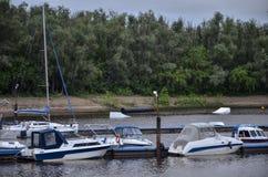 Estação do barco no rio, Rússia Fotos de Stock Royalty Free