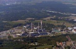 Estação do central elétrica Silhueta do homem de negócio Cowering Imagens de Stock Royalty Free