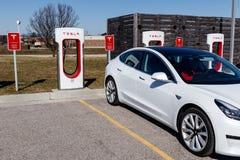 Estação do compressor de Tesla O compressor oferece rapidamente o recarregamento dos veículos elétricos de X do modelo S e modelo imagem de stock
