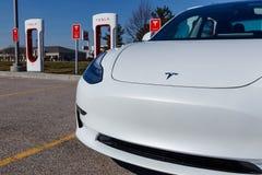 Estação do compressor de Tesla O compressor oferece rapidamente o recarregamento dos veículos elétricos de X do modelo S e modelo fotos de stock royalty free