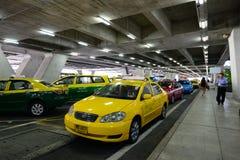 Táxi no aeroporto Banguecoque de Suvarnabhumi Fotografia de Stock Royalty Free