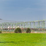 Estação do transformador com muitos linhas eléctricas e Polos Imagens de Stock