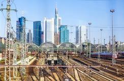 Estação e skyline centrais de Francoforte - am - cano principal Foto de Stock Royalty Free