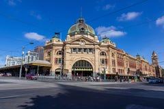 A estação histórica da rua do construção-Flinders da cidade de Melbourne construiu o foto de stock royalty free