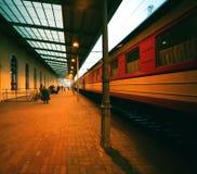 Estação na noite Fotografia de Stock Royalty Free