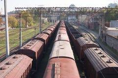 Estação nas trilhas railway Imagem de Stock Royalty Free