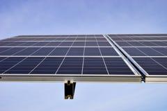 Estação solar grande em um dia claro imagens de stock