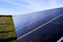 Estação solar grande em um dia claro foto de stock