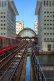 Estação subterrânea do cais amarelo Fotografia de Stock Royalty Free