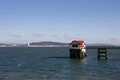 A estação velha do barco salva-vidas de RNLI, Mumbles, Swansea imagem de stock