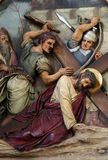 ? Estações da cruz, quedas de Jesus a segunda vez fotos de stock royalty free