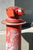 Estações de bomba da boca de incêndio de fogo no metal do vermelho da rua Imagem de Stock