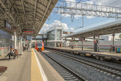 Estações e trens de passageiros modernos de estradas de ferro do russo Imagens de Stock Royalty Free