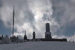 Estações transmissoras no Feldberg no Taunus no inverno, Hesse, Alemanha Imagens de Stock Royalty Free