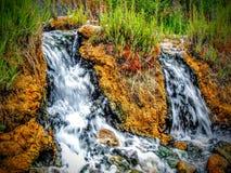 Esta é uma das cachoeiras do terraço perto de Mammoth Hot Springs em Yellowstone foto de stock royalty free