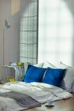 Esta cama es tan perfecta y tan simple Imagen de archivo