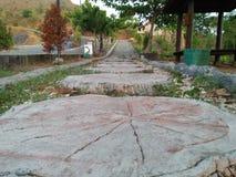 Esta forma original da estrada pode estragar seus pés imagens de stock