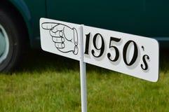 Esta maneira para o 1950& x27; sinal de s Fotografia de Stock