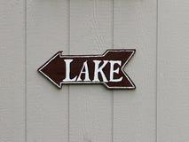 Esta manera al lago Fotos de archivo libres de regalías