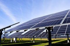 Esta??o solar grande em um dia claro imagens de stock